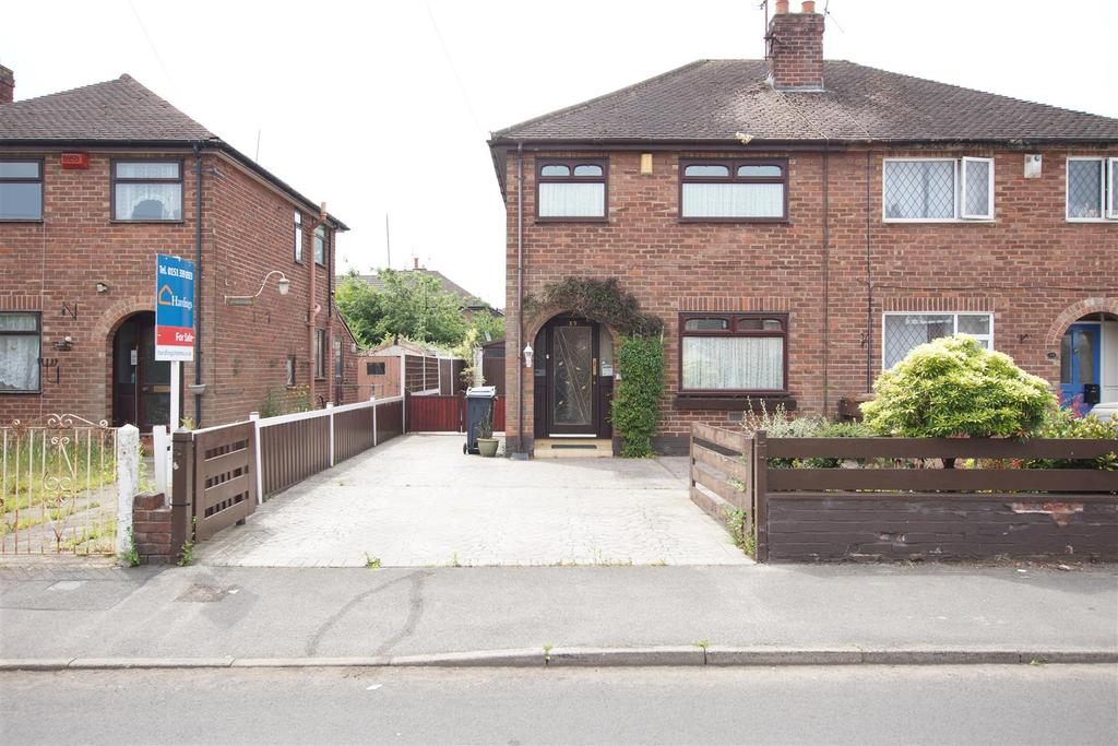 3 Bedrooms Semi Detached House for sale in Woodbank Road, Whitby,CH65 6PT