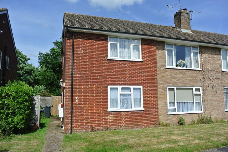 2 Bedrooms Ground Flat for sale in Raymond Avenue, Canterbury