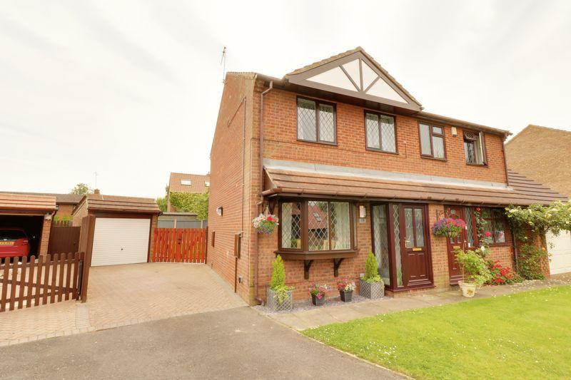 3 Bedrooms Semi Detached House for sale in Stevensons Way, Barton-Upon-Humber