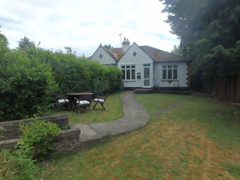 3 Bedrooms Semi Detached Bungalow for sale in Langley Vale Road, Langley Vale