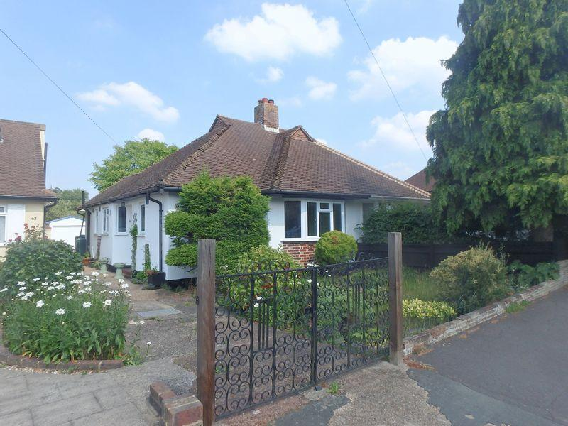 2 Bedrooms Bungalow for sale in Eastdean Avenue, Epsom