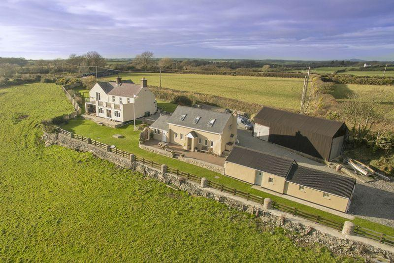 5 Bedrooms Detached House for sale in Trefdraeth, Anglesey