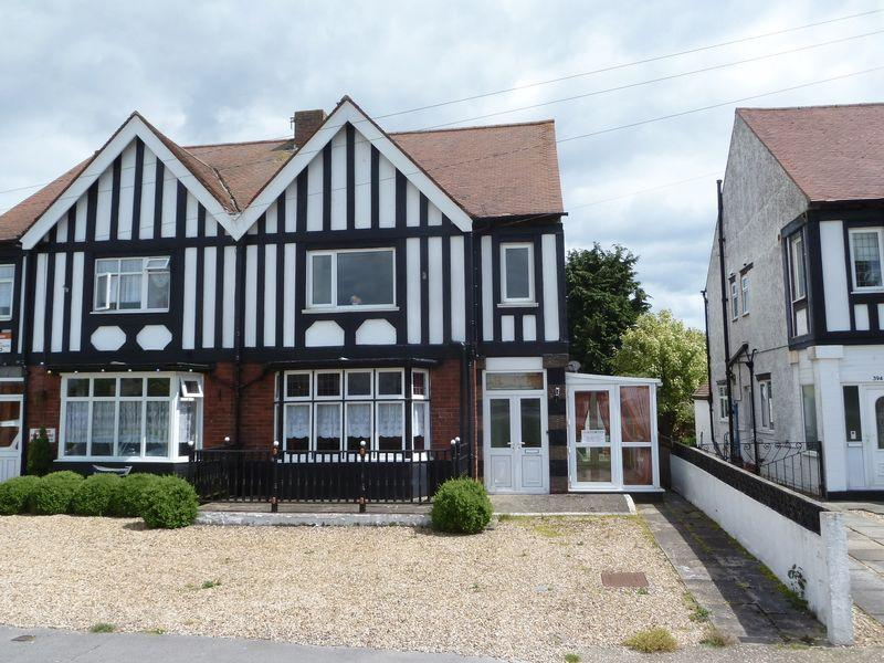 6 Bedrooms Semi Detached House for sale in Roman Bank, Skegness