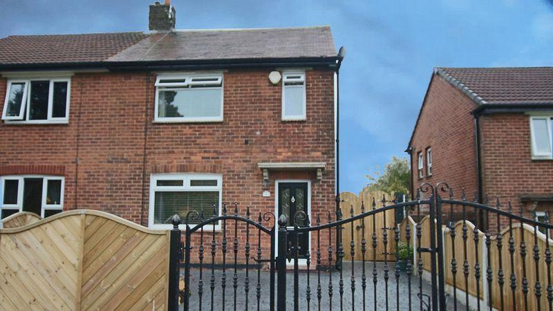 2 Bedrooms Semi Detached House for sale in Kildare Crescent, Rochdale OL11 2RY