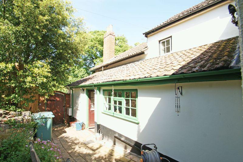 4 Bedrooms Semi Detached House for sale in Kenton, Exeter