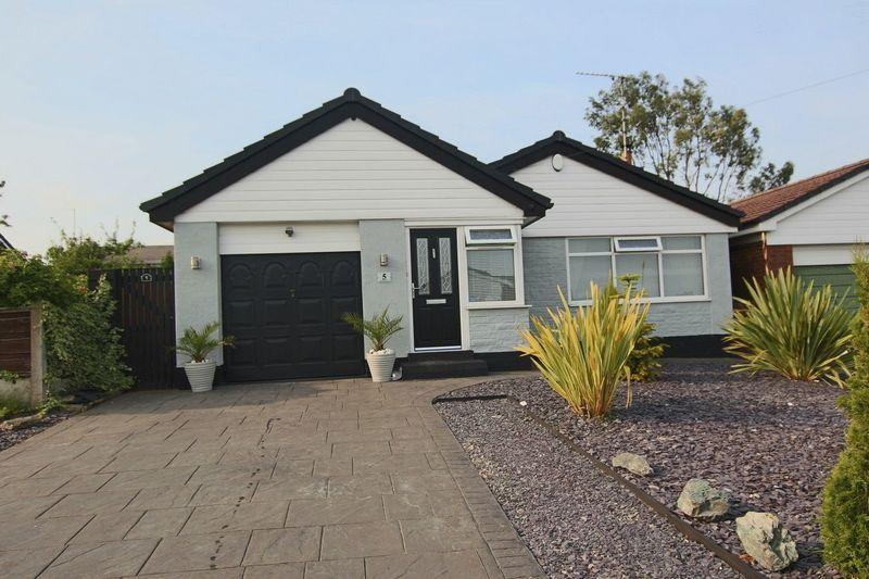 3 Bedrooms Bungalow for sale in Lynnwood Drive, Norden OL11 5YX