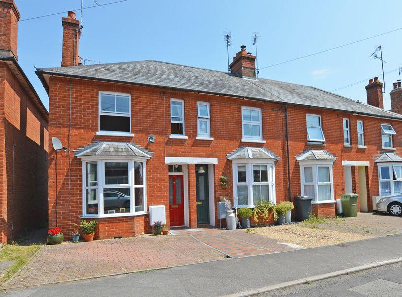 3 Bedrooms End Of Terrace House for sale in Queens Road, Alton, Hampshire