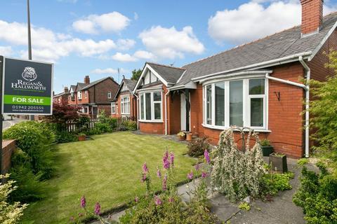 2 bedroom detached bungalow for sale - Moor Road, Orrell, WN5 8RR