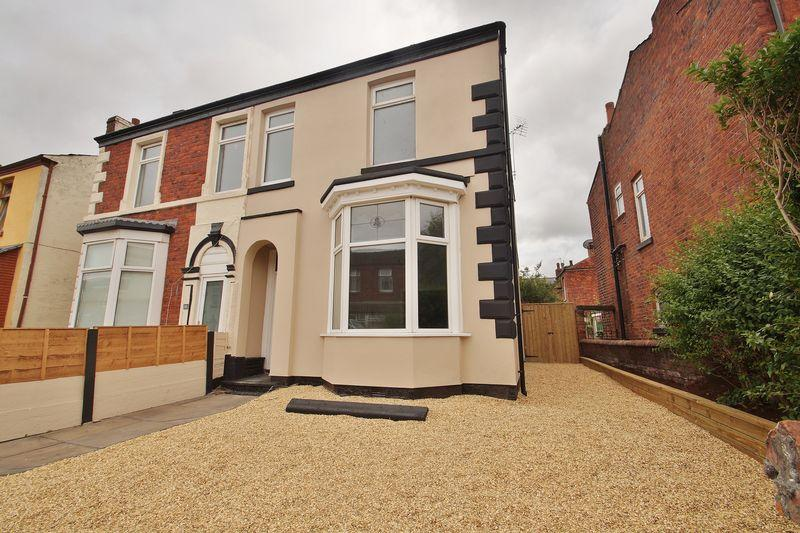 3 Bedrooms Semi Detached House for sale in Hall Street, Southport