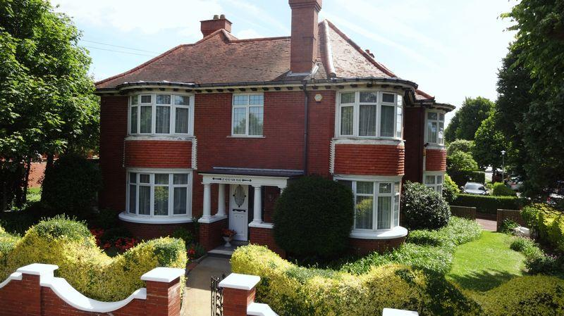 6 Bedrooms Unique Property for sale in Hove Park Road, Hove