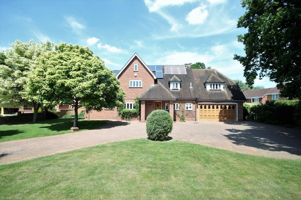 5 Bedrooms Detached House for sale in Mayfields, Shefford, SG17