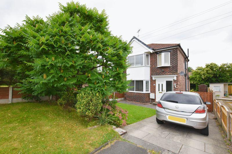 3 Bedrooms Semi Detached House for sale in Dane Road, Sale