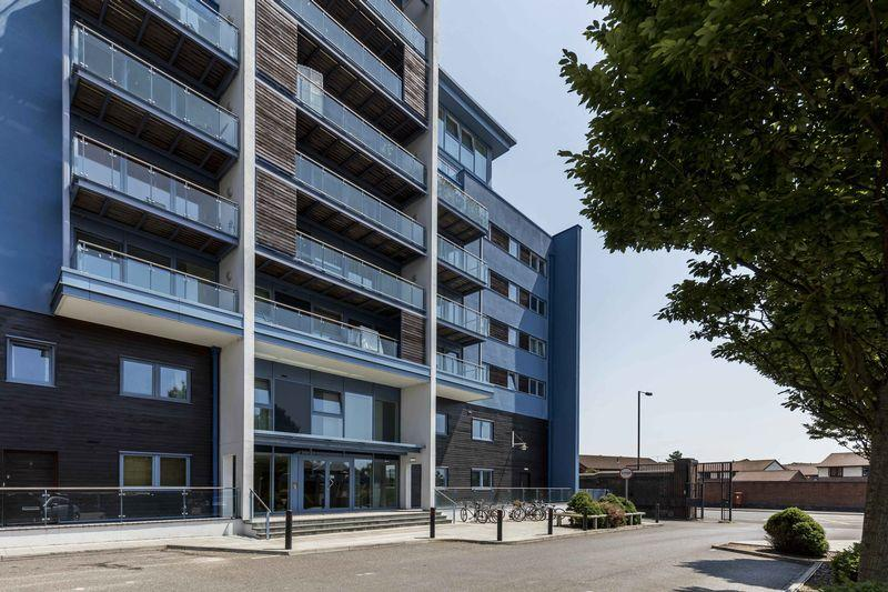 2 Bedrooms Duplex Flat for sale in The Blue Building, Gunwharf Quays, Portsmouth