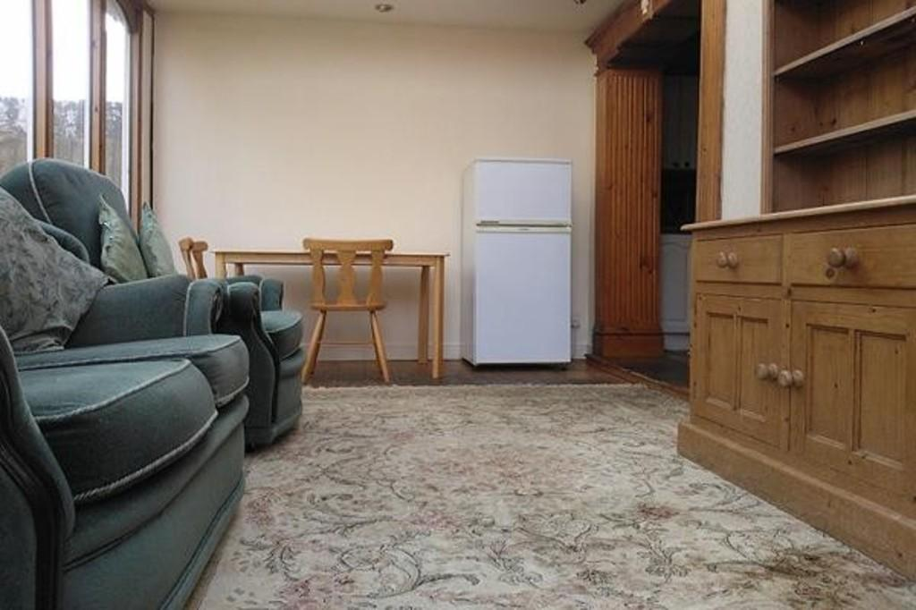4 Bedrooms Semi Detached House for sale in Pound Park Road, Charlton, London SE7