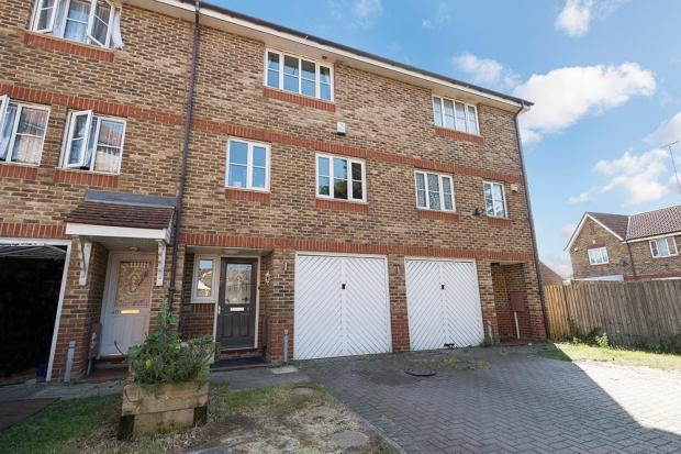 4 Bedrooms Town House for sale in Sunningdale Close, Thamesmead, SE28