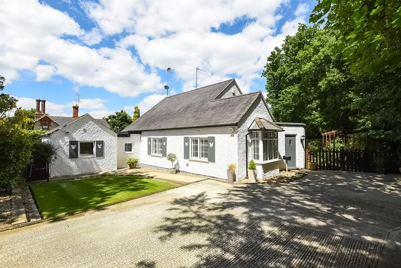 Detached House for sale in East Horsley