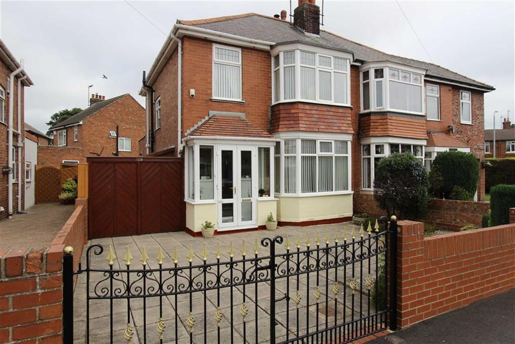 3 Bedrooms Semi Detached House for sale in Queensgate, Bridlington, East Yorkshire, YO16