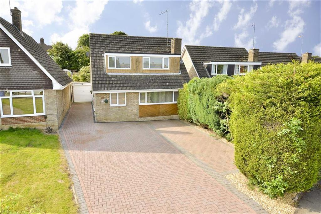 3 Bedrooms Detached House for sale in Cotswold Avenue, Kettering