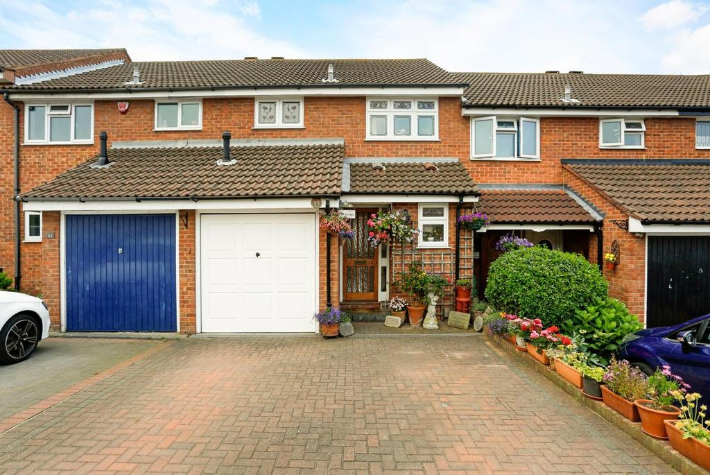 3 Bedrooms Terraced House for sale in Aldwych Close, Hornchurch, Essex, RM12