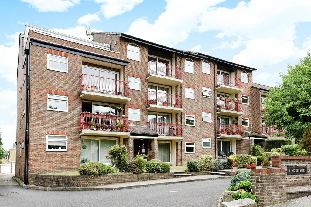 3 Bedrooms Flat for sale in Court Downs Road, Beckenham