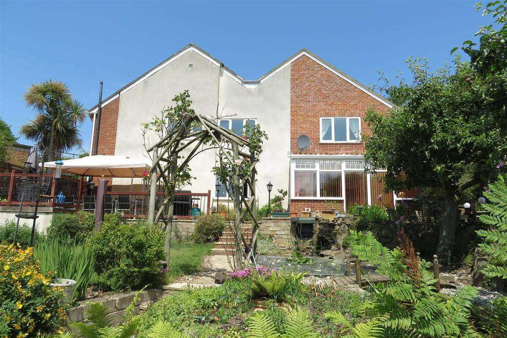 5 Bedrooms Detached House for sale in Southcote Farm Lane, Reading