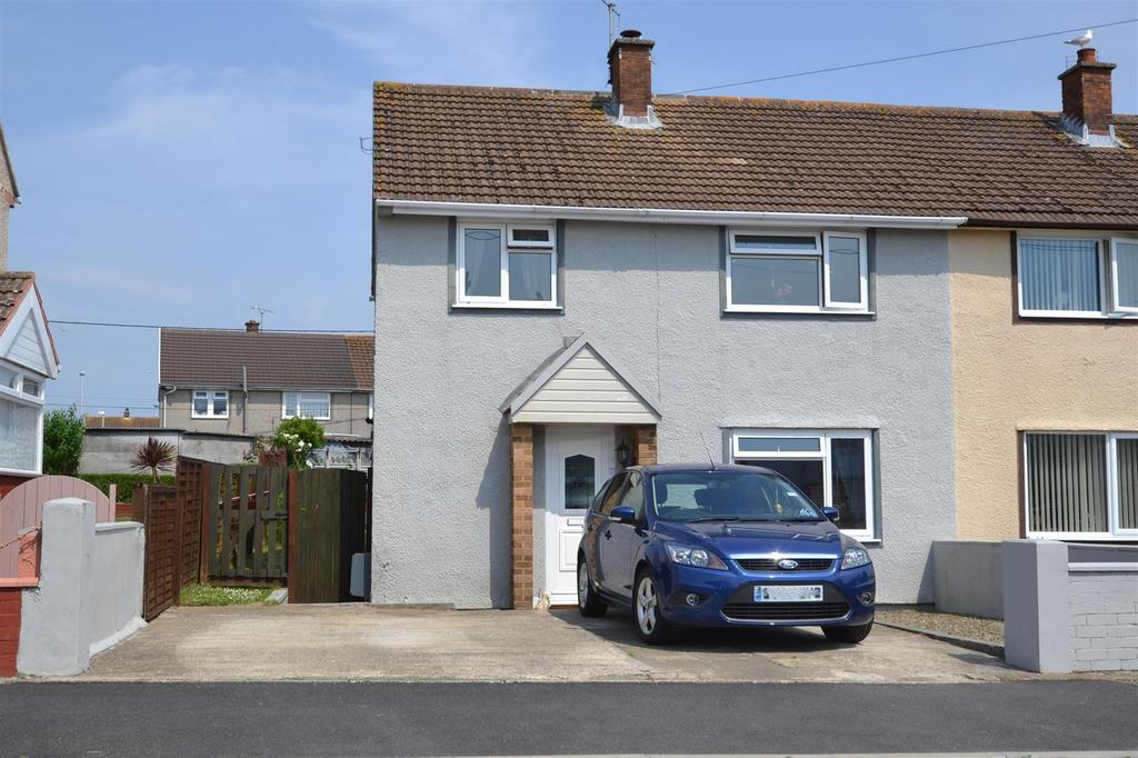 3 Bedrooms Semi Detached House for sale in Goodwick