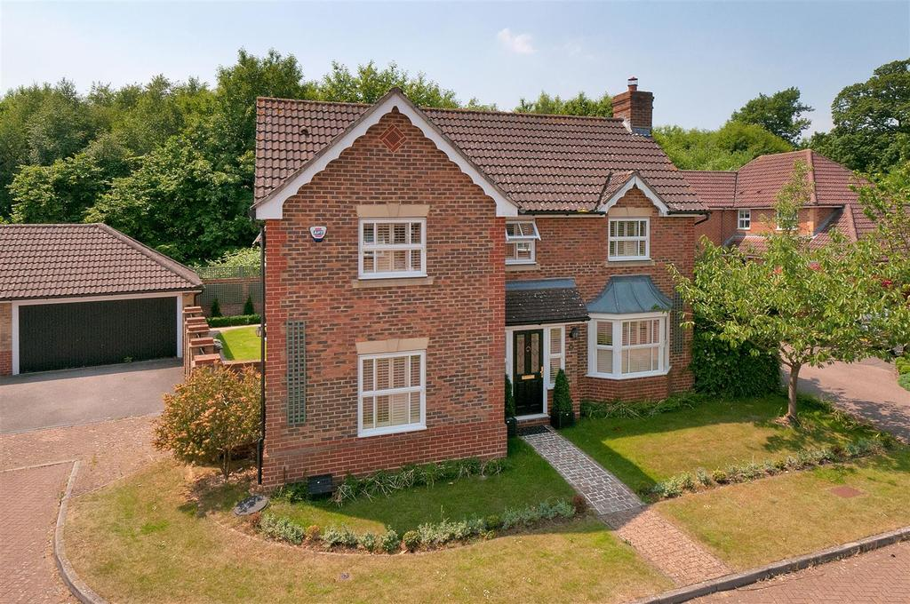4 Bedrooms Detached House for sale in Mitchell Road, West Malling, ME19 4RE
