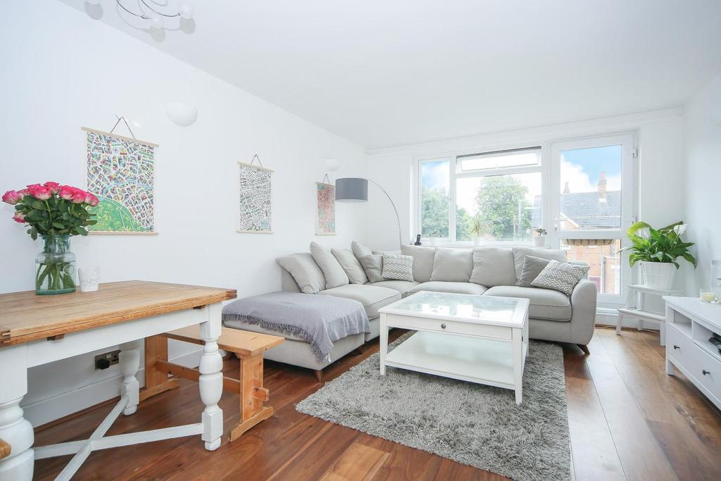 2 Bedrooms Flat for sale in Valley Road, Streatham