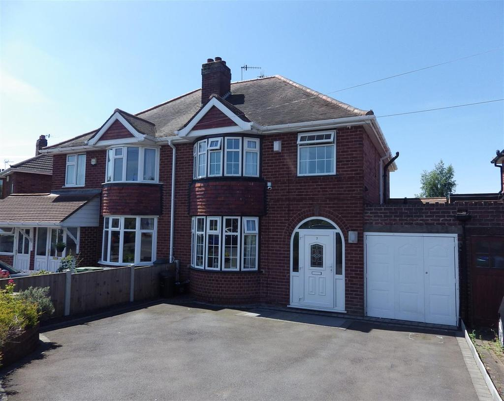 4 Bedrooms Semi Detached House for sale in Carol Crescent, Halesowen