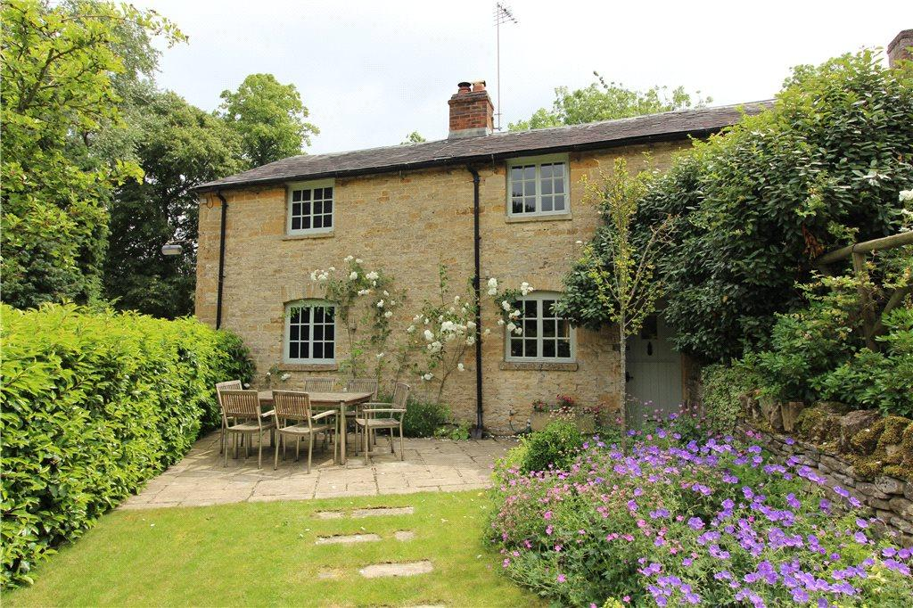 3 Bedrooms End Of Terrace House for sale in Broadwell, Moreton-in-Marsh, Gloucestershire, GL56