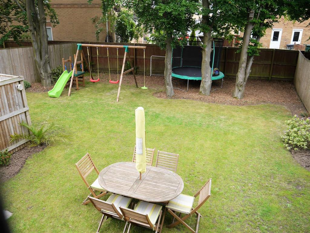 Newhall Gardens, Odsal, Bradford, BD5 8DU 4 bed semi-detached house ...