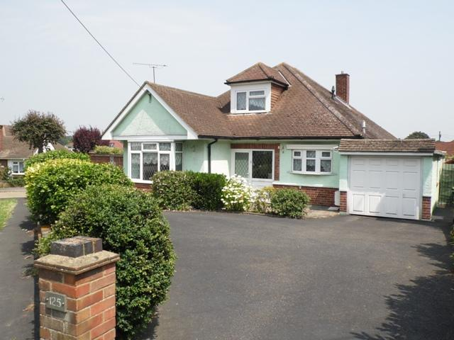 3 Bedrooms Detached Bungalow for sale in Eastwood Road, Rayleigh