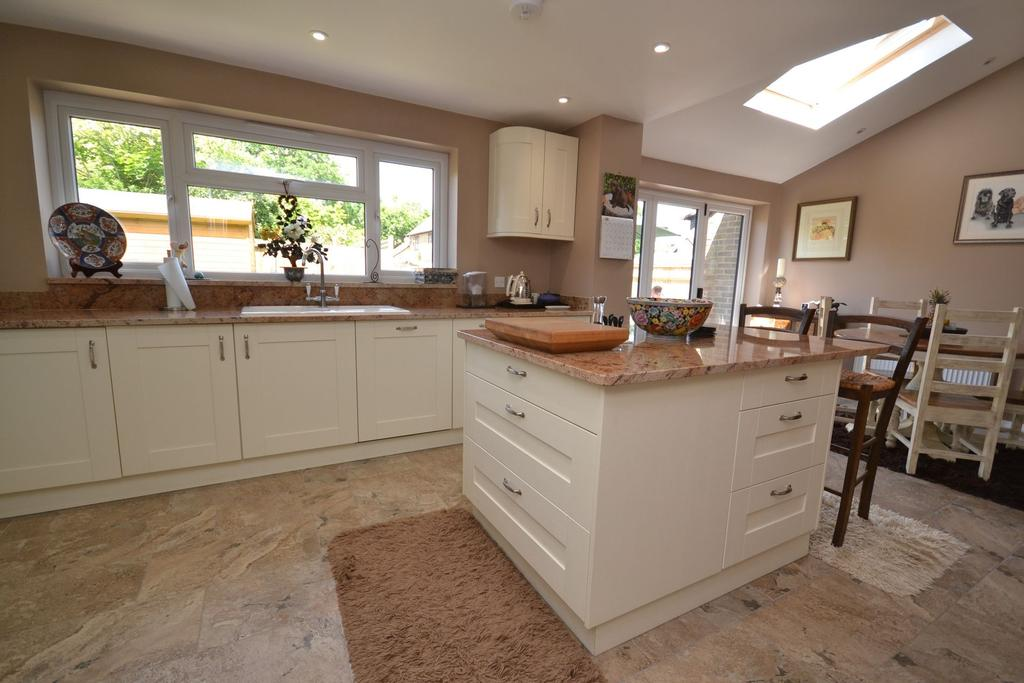 4 Bedrooms Detached House for sale in Rolvenden, TN17