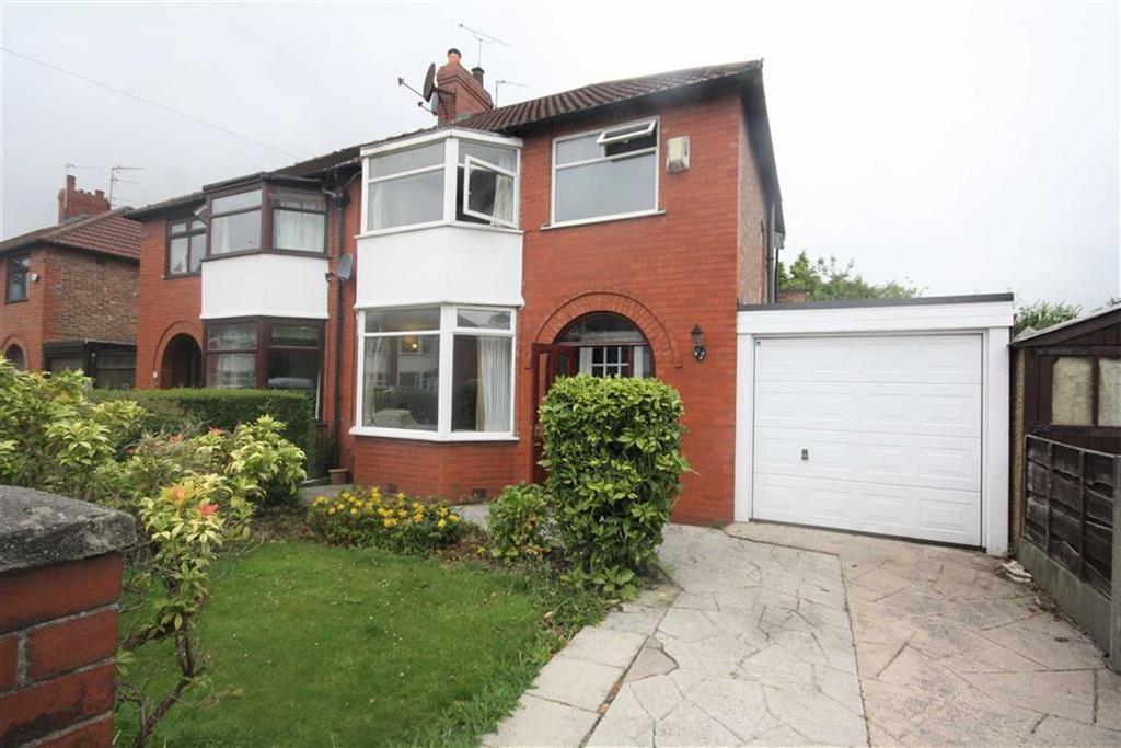 3 Bedrooms Semi Detached House for sale in Burford Grove, Sale