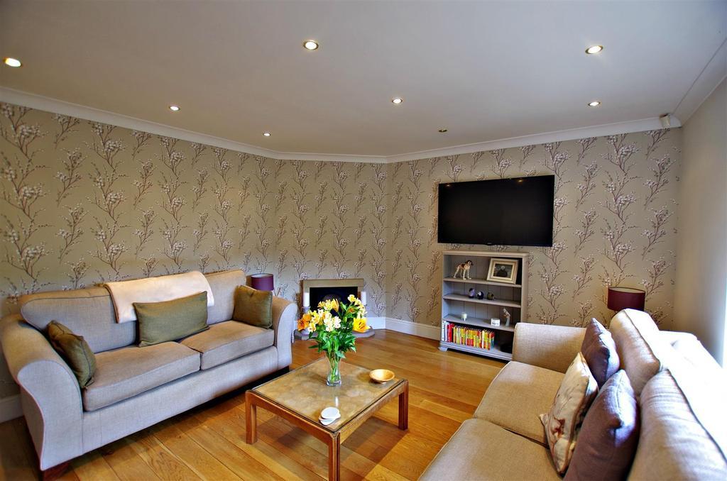 5 Bedrooms Detached House for sale in Kebroyd Mount, Sowerby Bridge