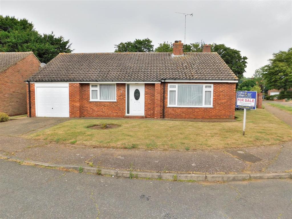2 Bedrooms Detached Bungalow for sale in Chestnut Close, Dersingham, King's Lynn