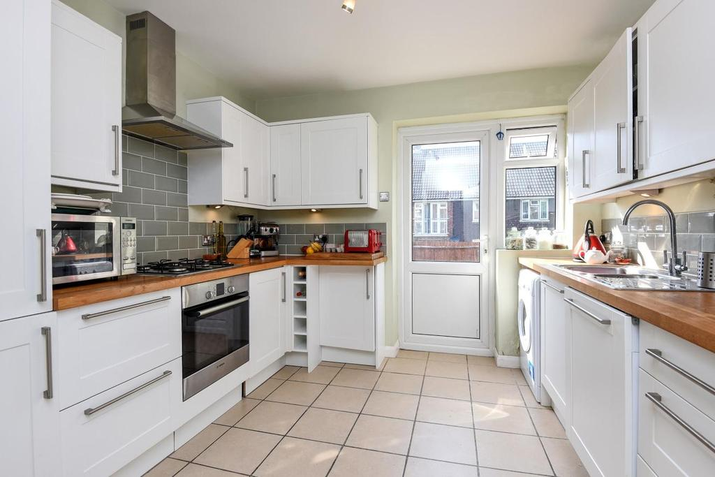 3 Bedrooms Flat for sale in Rollscourt Avenue, Herne Hill