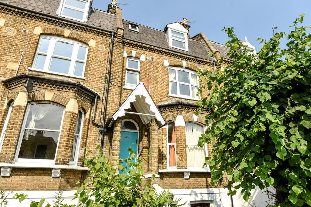 3 Bedrooms Maisonette Flat for sale in Herne Hill Road, Herne Hill, SE24