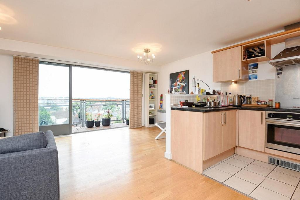 2 Bedrooms Flat for sale in The Bittoms, Kingston upon Thames