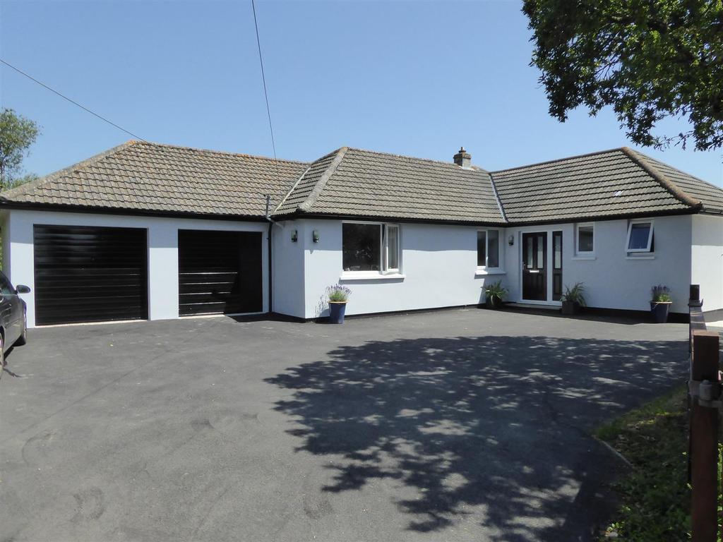 4 Bedrooms Detached Bungalow for sale in Ruan High Lanes, Truro