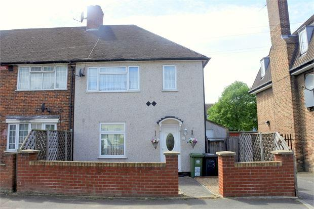 3 Bedrooms Semi Detached House for sale in Crutchley Road, Catford, London, SE6 1QL