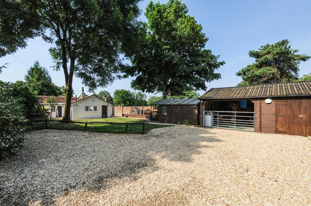 3 Bedrooms Detached Bungalow for sale in Mill Road, Slindon Common