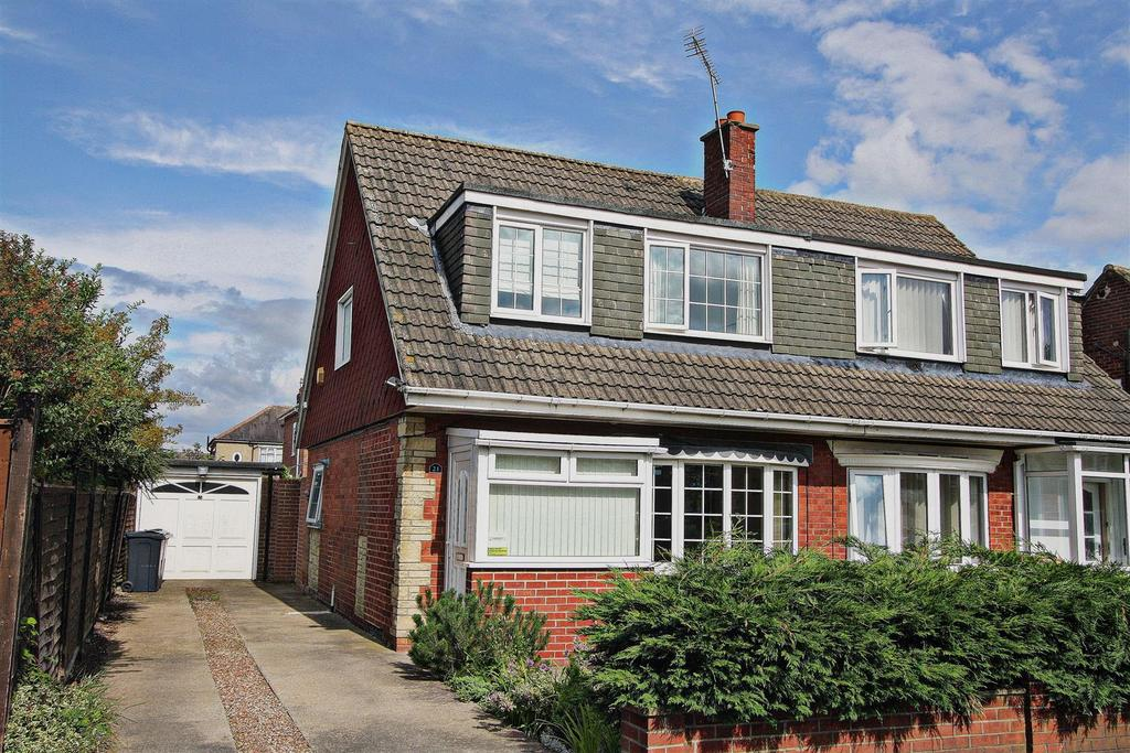 3 Bedrooms Semi Detached House for sale in Flamingo Close, Darlington