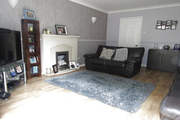 3 Bedrooms Semi Detached House for sale in Rugby Close, Nottingham, NG5