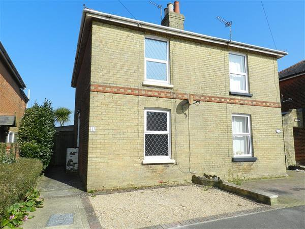 3 Bedrooms Semi Detached House for sale in Arthur Street, Ryde