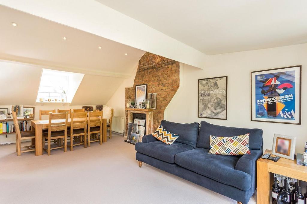 2 Bedrooms Flat for sale in Gauden Road, Clapham, SW4