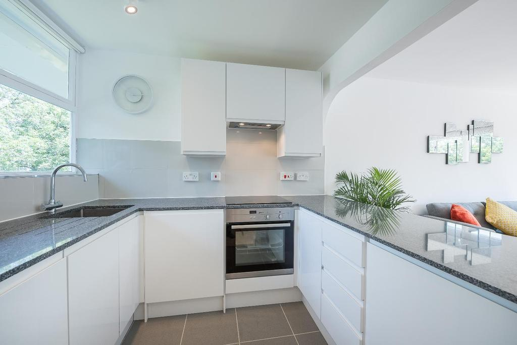 1 Bedroom Flat for sale in CHURCHILL GARDENS,SW1V