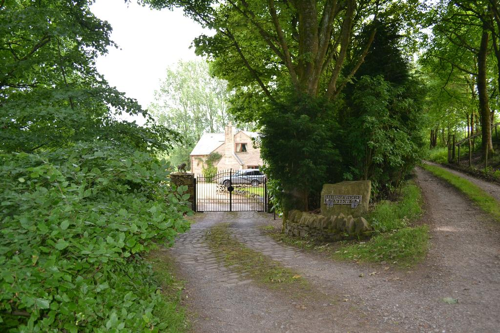 4 Bedrooms Detached House for sale in Foxstones Lane, Cliviger BB10