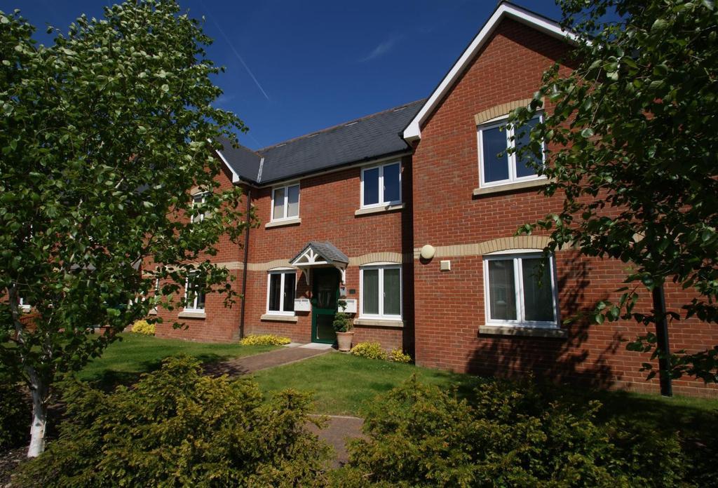 2 Bedrooms Apartment Flat for sale in Bakers Court, Dowsett Lane, Ramsden Heath, Essex, CM11