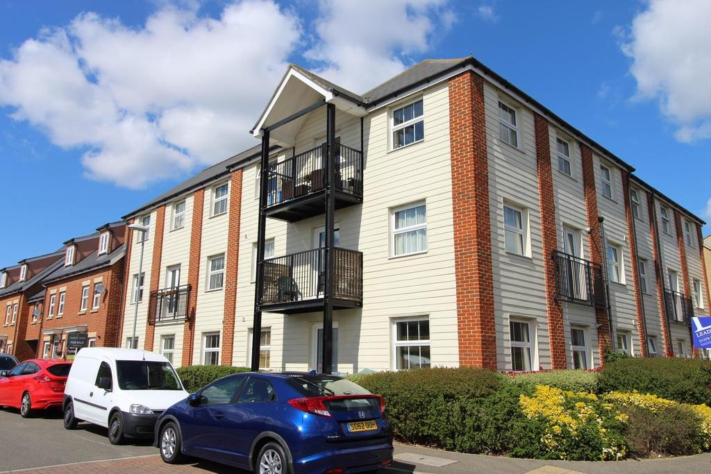 2 Bedrooms Apartment Flat for sale in Mortimer Way, Witham, Essex, CM8